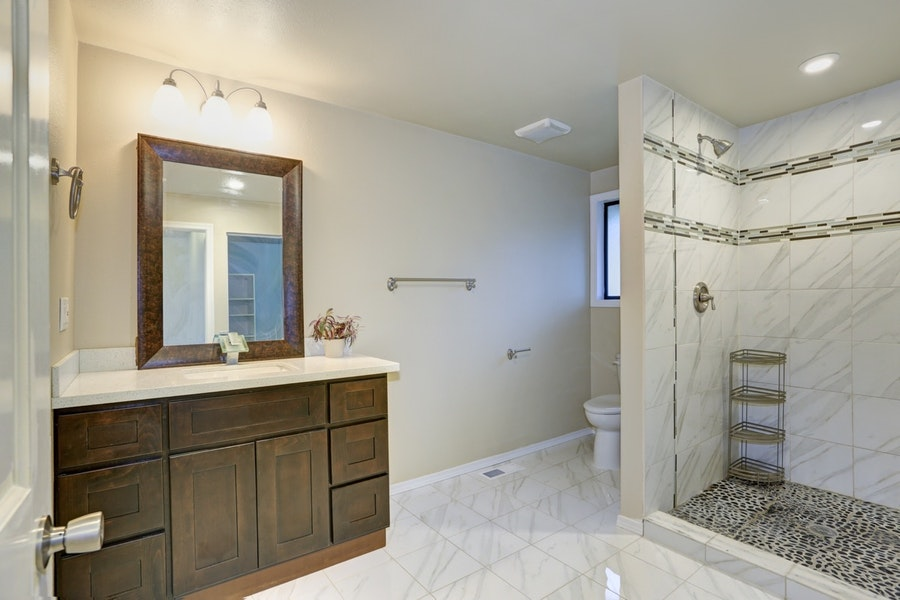Practical Transitional Guest Bathroom